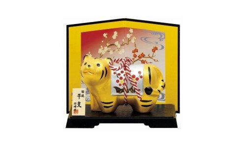 SETO TOGEISHA Символ года 2022 — золотой тигр с серебряной попоной, керамика