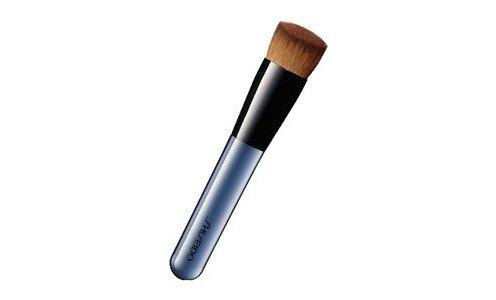 SHISEIDO Foundation brush 131 — кисть для нанесения тональных средств.