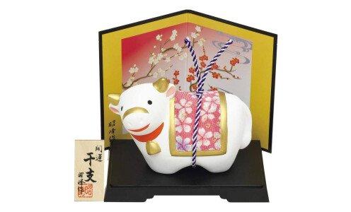 SETO TOGEISHA Символ года 2021 — белый бык с шелковой попоной